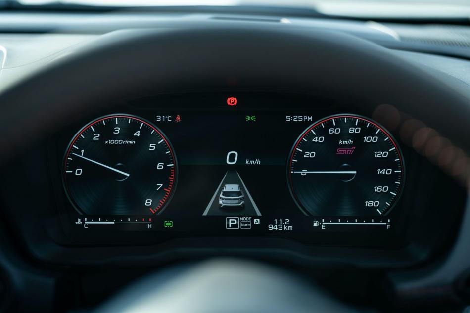 Второе поколение универсала Subaru Levorg комбинация приборов