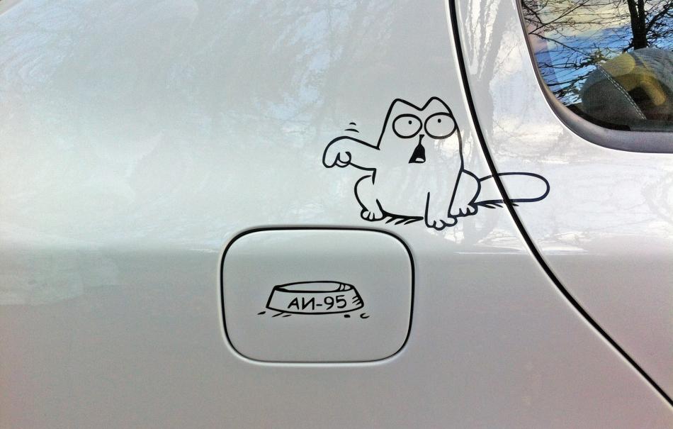 Кот Саймон 95 бензин наклейка