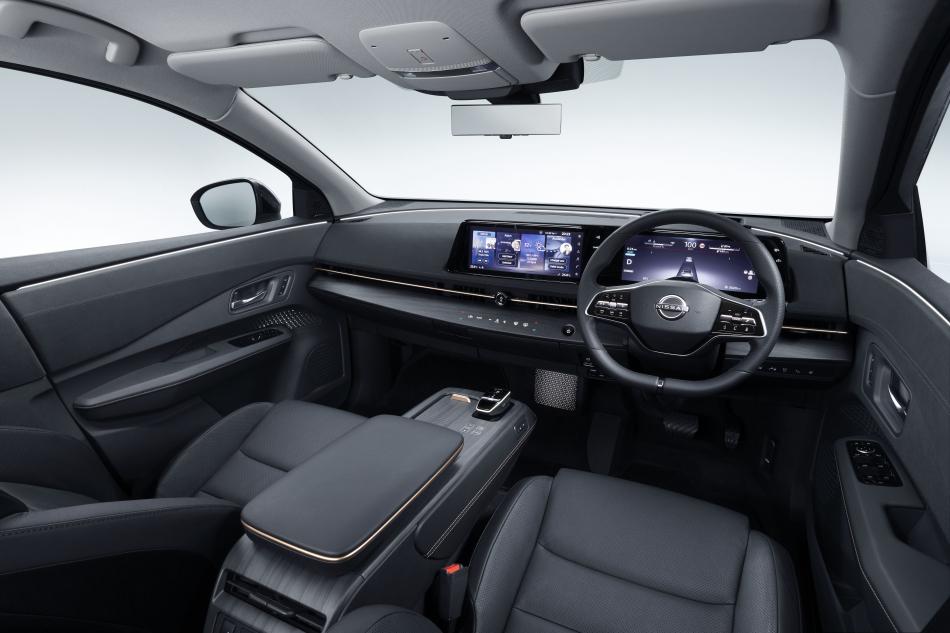 салон Nissan Ariya
