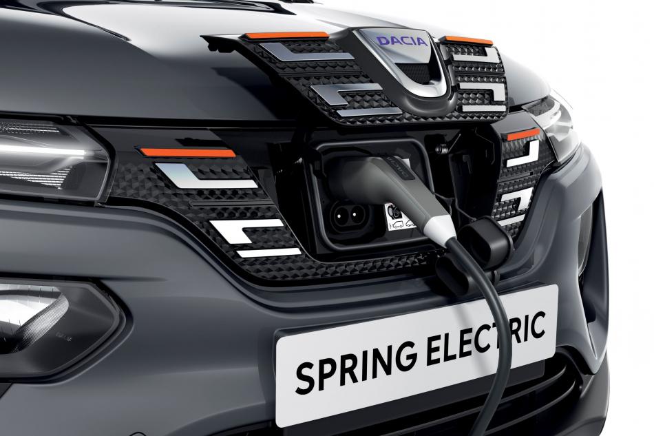 Электрический кроссовер Dacia Spring разъем для зарядки