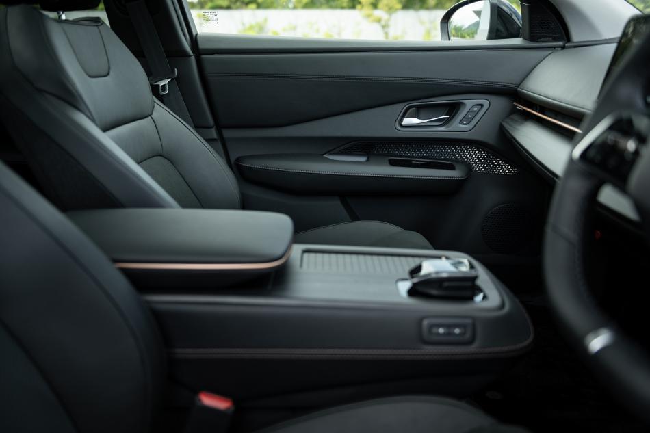 Nissan Ariya интерьер
