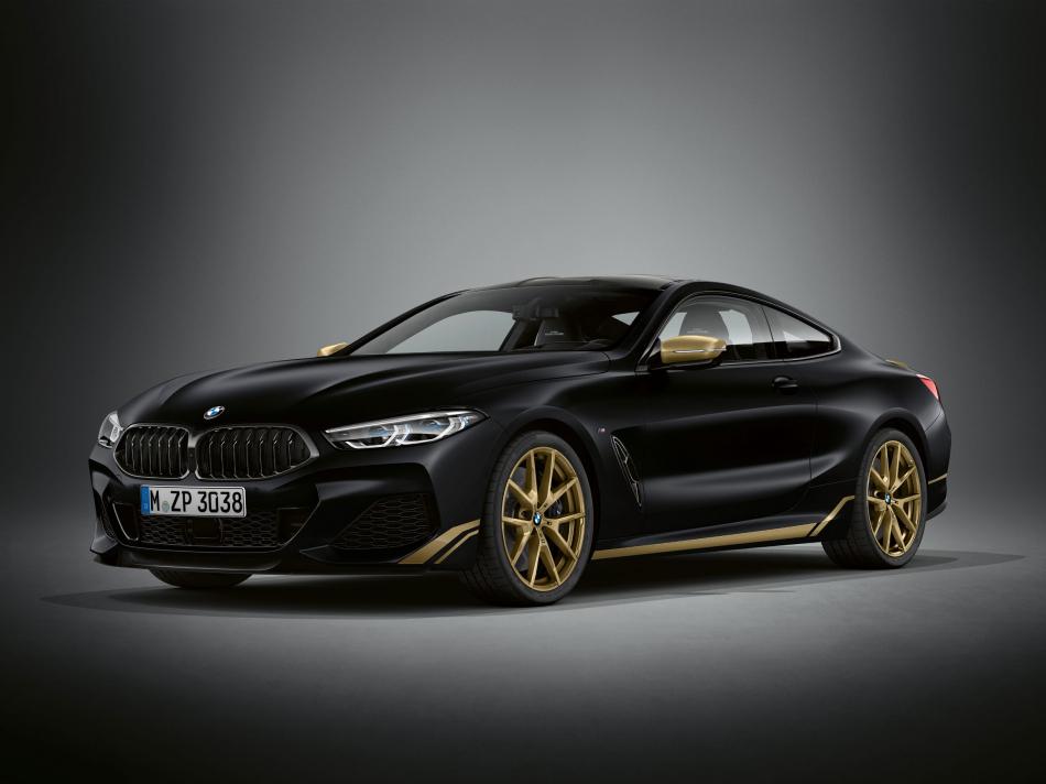 Восьмерка BMW в золоте