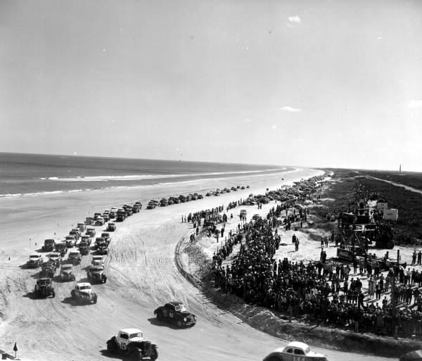 Гонки на пляже в Дайтоне 1952 год