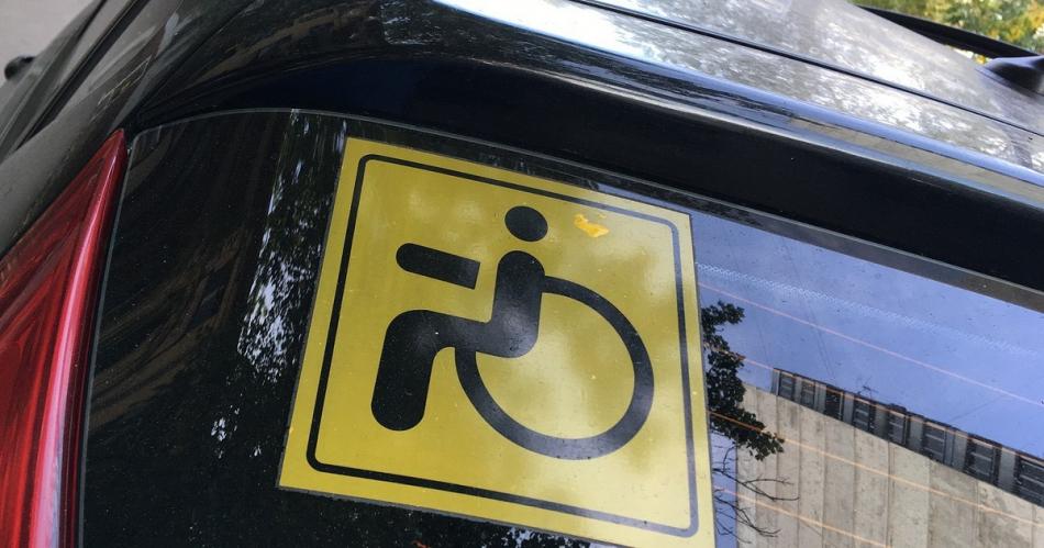 Значок инвалид на машину