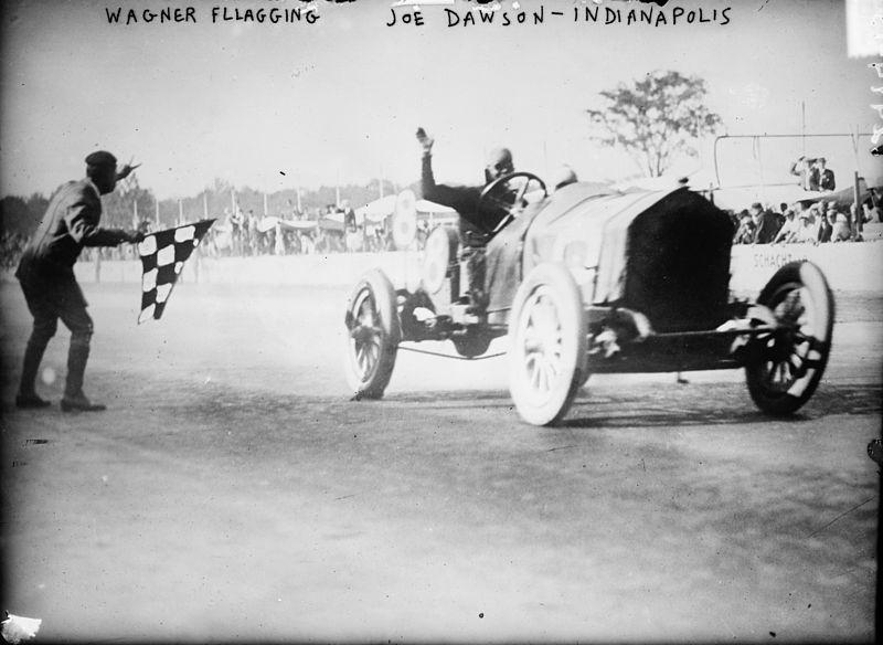 Джо Доусон выигрывает «500 миль Индианаполиса» 1912 года