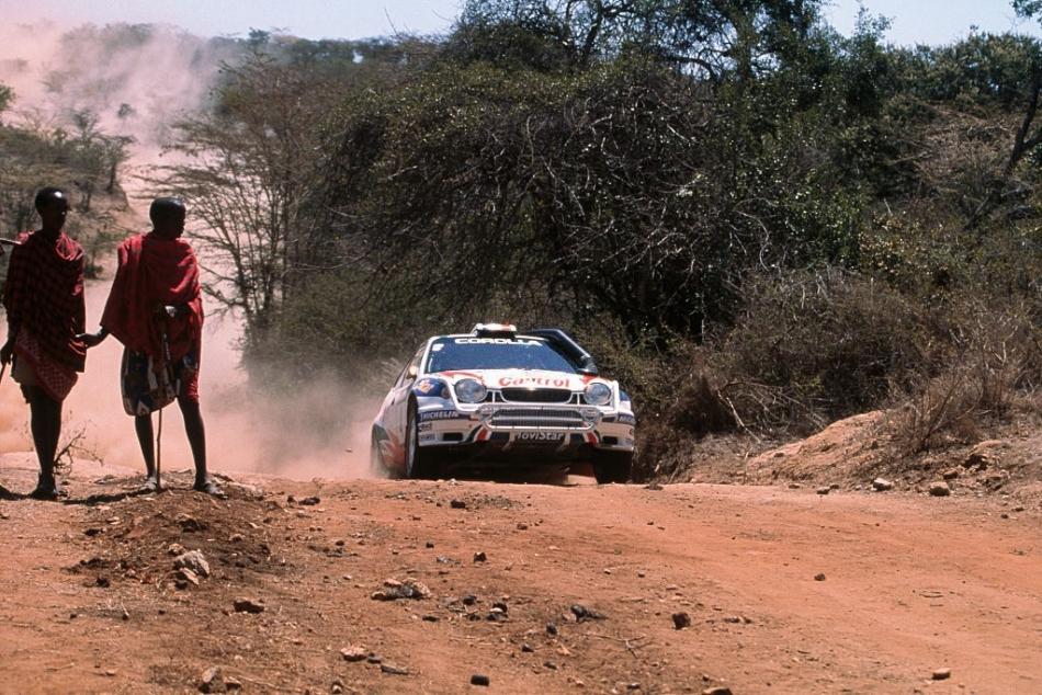 Toyota вновь решила попробовать использовать сюжет с воинами масаи в своей фотосессии