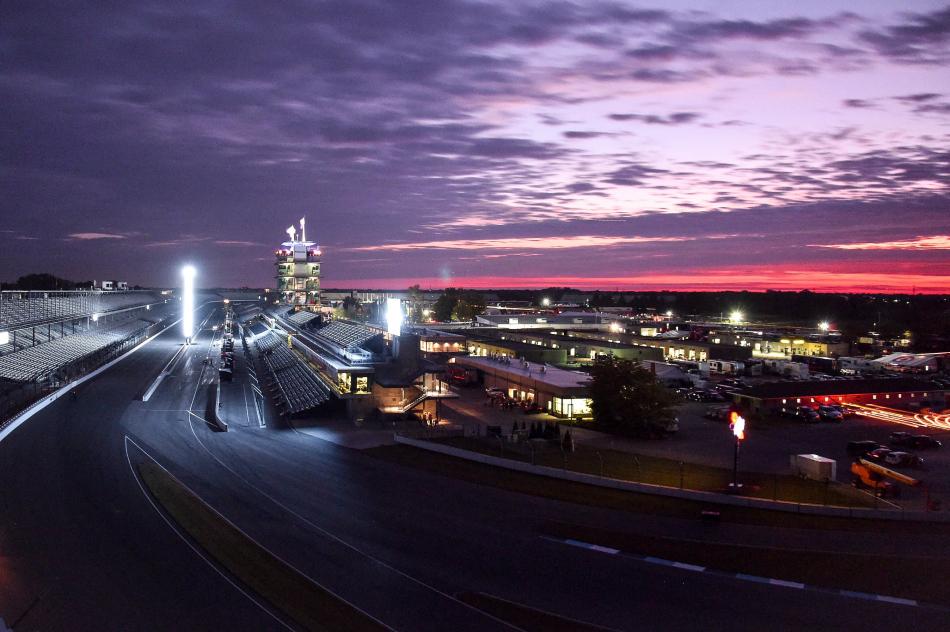 Indianapolis Motor Speedway на закате