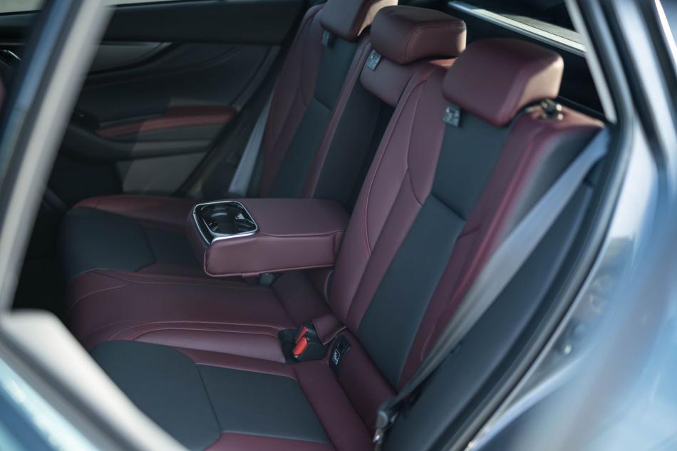 Второе поколение универсала Subaru Levorg интерьер