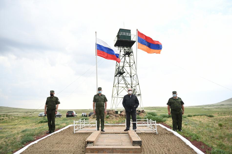 За машиной в Армению
